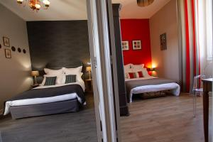 A bed or beds in a room at Le Clos des Bories