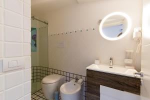 A bathroom at 14 Leoni