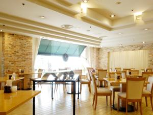 A restaurant or other place to eat at Mito Keisei Hotel