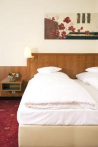 Ein Bett oder Betten in einem Zimmer der Unterkunft Waldhotel Nachtigall