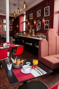 A restaurant or other place to eat at Grand Hôtel du Midi Montpellier - Opéra Comédie