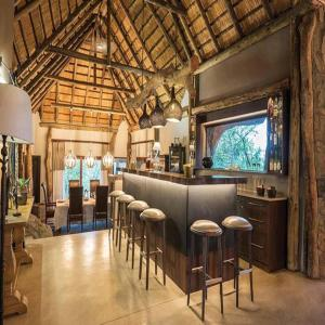 The lounge or bar area at Leopard Hills Private Game Reserve