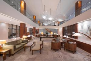 The lounge or bar area at Hotel Okura Amsterdam – The Leading Hotels of the World