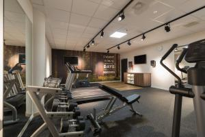 The fitness centre and/or fitness facilities at Hampton By Hilton Antwerp Central Station