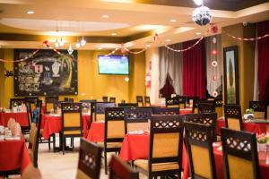 A restaurant or other place to eat at Hotel La Joya