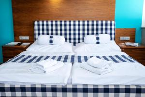 A bed or beds in a room at Restaurant & Design Hotel Noem Arch
