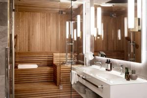 Een badkamer bij Hotel St. George Helsinki