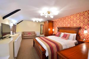 A bed or beds in a room at The Green Dragon