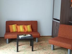 Ein Sitzbereich in der Unterkunft Hotel Aviva