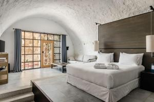 A bed or beds in a room at Eurostars Fuerte de la Concepción