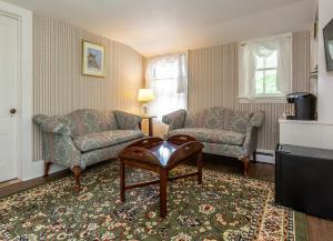 A seating area at The Elmhurst Inn