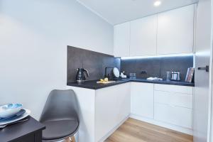 A kitchen or kitchenette at Apartamenty Sopot19