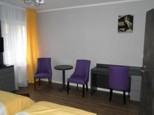A seating area at Apartamenty Brzezinski