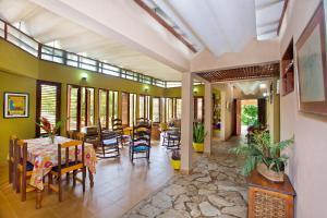 Un restaurante o sitio para comer en Casa Villa Anacahuita