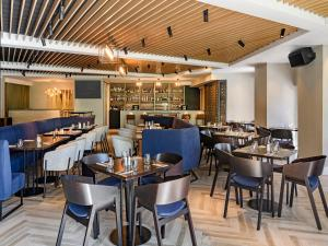A restaurant or other place to eat at Four Points by Sheraton Auckland