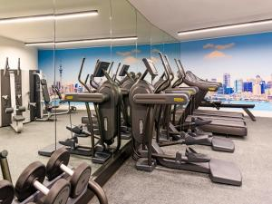 The fitness center and/or fitness facilities at Four Points by Sheraton Auckland