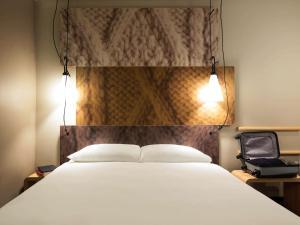 Ein Bett oder Betten in einem Zimmer der Unterkunft Ibis Den Haag City Centre