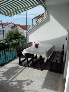 A balcony or terrace at Apartmani Vodice