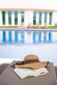 The swimming pool at or close to Luna Hotel Turismo