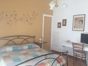 A bed or beds in a room at Chiavi Antiche B&B