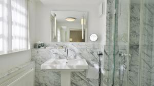 A bathroom at Waldhotel Stuttgart