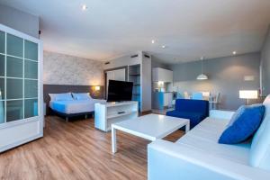Een zitgedeelte bij Aparthotel HG Jardin de Menorca
