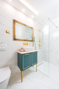 A bathroom at Apartments Mediteraneo