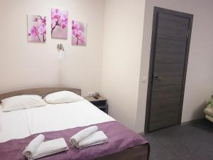 A bed or beds in a room at Baget Hotel