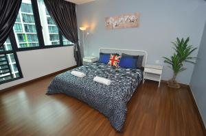 A bed or beds in a room at Kuching City Luxury Vivacity Suite A1