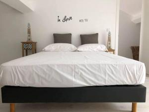 A bed or beds in a room at AZORES CALHETA INN T2