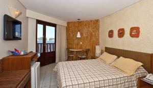 Cama ou camas em um quarto em Rifoles Praia Hotel e Resort