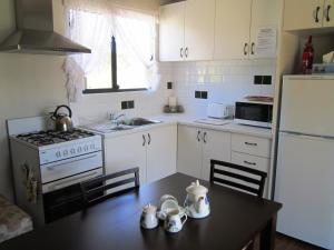 A kitchen or kitchenette at Lavendale Farmstay and Cottages York