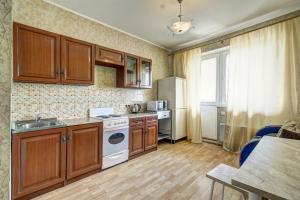 Кухня или мини-кухня в Apartment Mitino Park