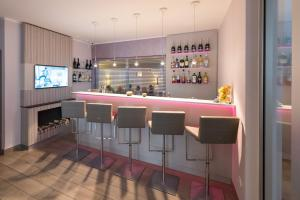The lounge or bar area at New Orly