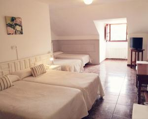 A bed or beds in a room at Hotel Solatorre