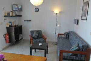 A seating area at Bungalows Morani