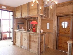 Cuisine ou kitchenette dans l'établissement Logis Le Pont de Champ