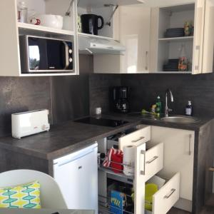A kitchen or kitchenette at Studio Hesperides