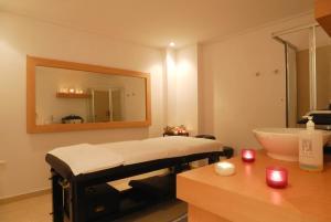 Ванная комната в Kinetta Beach Resort and Spa