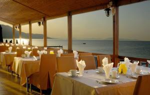 Ресторан / где поесть в Kinetta Beach Resort and Spa