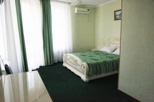 Кровать или кровати в номере Guest House Moya Semya