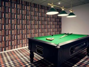 A billiards table at Mercure Orange Centre A7/A9