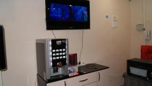 A television and/or entertainment centre at Foxhole Hostel