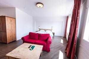 Een bed of bedden in een kamer bij Joops City Centre Hotel