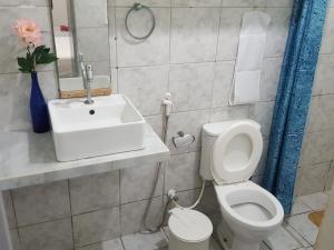 A bathroom at Dias de Sol & Mar