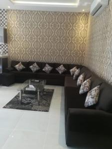 Uma área de estar em Taj Al Fakhama