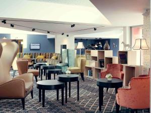 The lounge or bar area at Mercure Orange Centre A7/A9