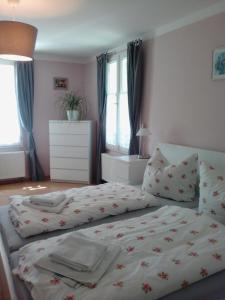Ein Bett oder Betten in einem Zimmer der Unterkunft Gästehaus Villa Rose