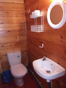 Un baño de Cabañas Camping Sierra de Peñascosa