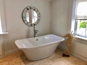 A bathroom at Giffnock B&b